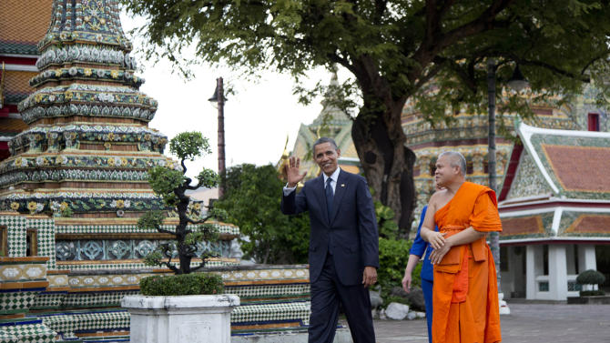 U.S. President Barack Obama, left, and U.S. Secretary of State Hillary Rodham Clinton, rear, tour the Wat Pho Royal Monastery with Chaokun Suthee Thammanuwat, Dean, Faculty of Buddhism Assistant to the Abbot of Wat Phra Chetuphon, in Bangkok, Thailand, Sunday, Nov. 18, 2012. (AP Photo/Carolyn Kaster)