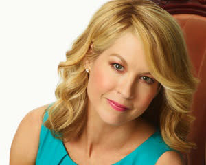 Exclusive: Jenna Elfman Officially Replaces Parker Posey in NBC's Growing Up Fisher