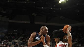 James, Heat hand Bobcats 16th straight loss 105-92