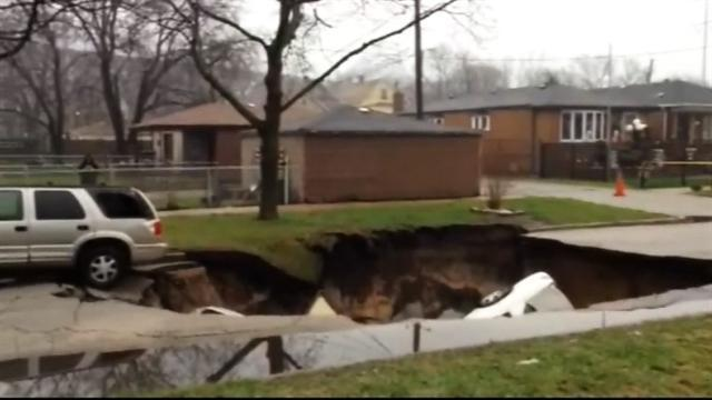 Massive sinkhole swallows 3 cars