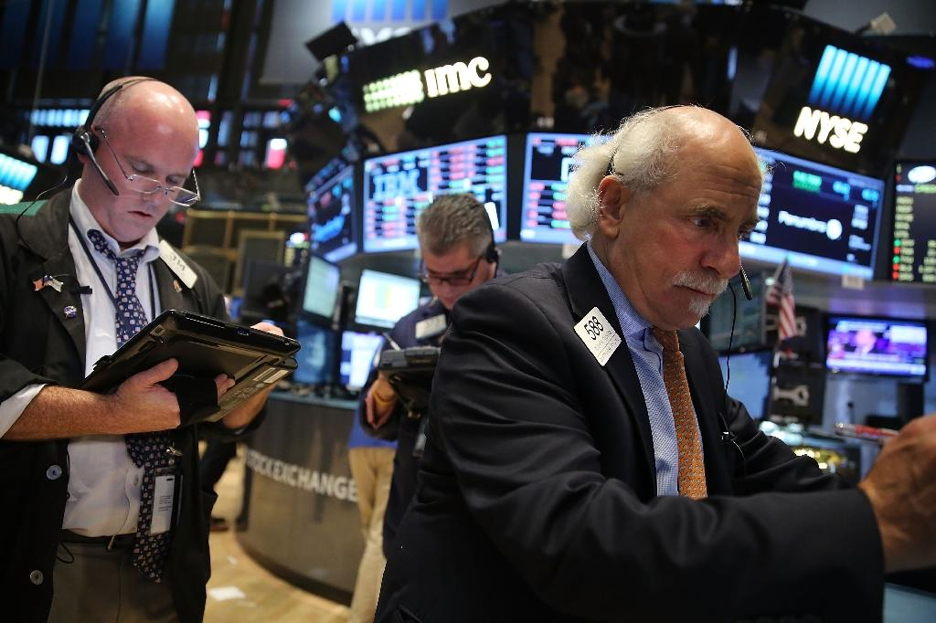 US stocks end higher, keeping alive positive momentum