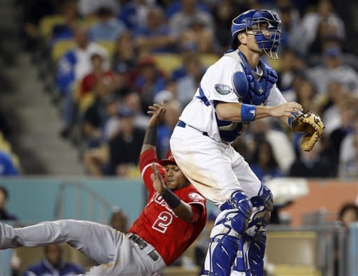 Pujols' hit helps Angels beat Dodgers 3-2