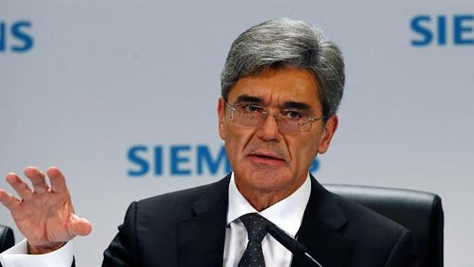 Germany's Siemens CEO Joe Kaeser addresses an annual news conference in Berlin November 7, 2013. REUTERS/Tobias Schwarz