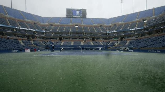 Rain suspends play at the U.S. Open tennis championships in New York (Reuters)