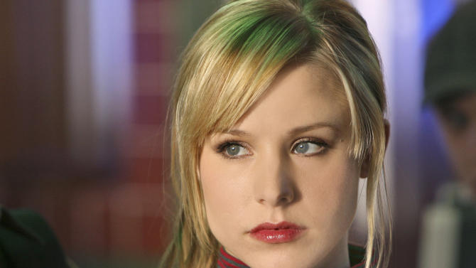 """FILE - This 2007 publicity photo supplied by the CW shows Kristen Bell,  who plays the title role in """"Veronica Mars"""" on The CW Network.  """"Veronica Mars"""" creator Rob Thomas and stars of the TV show that aired from 2004-07 have launched an online fundraising campaign for a big-screen version.  (AP Photo/CW, Michael Desmond, File)"""