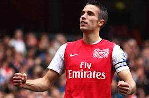 Manchester United makes breakthrough in talks to sign Van Persie from Arsenal
