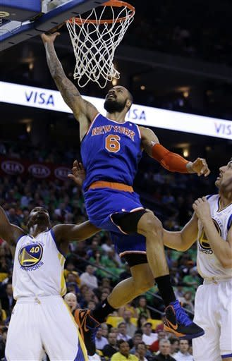 Warriors whip Knicks 92-63 behind Curry, Lee