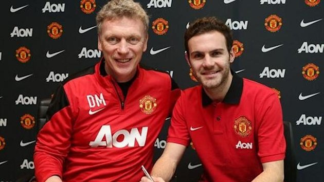 Manchester United's new signing Juan Mata with David Moyes (manutd.com)