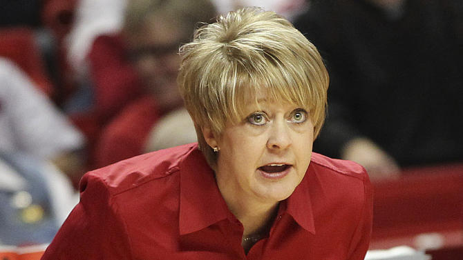 Texas Tech head coach Kristy Curry instructs the team during their NCAA college basketball game against Texas in Lubbock, Texas, Saturday, Jan. 28, 2012. (AP Photo/The Lubbock Avalanche-Journal, Zach Long)