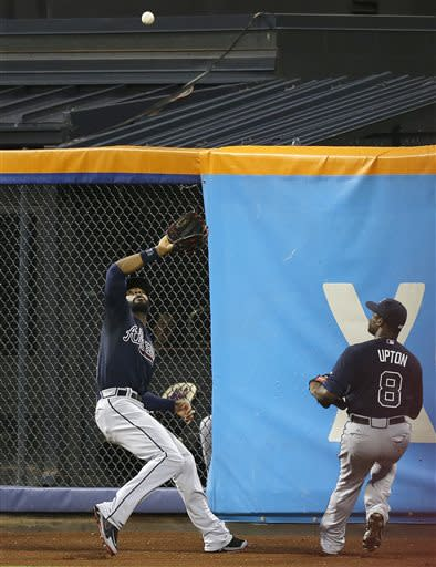 Heyward saves Braves win with diving catch in 9th