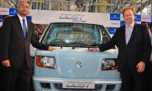 Dr V Sumantran, Executive VC, Hinduja Automotive Ltd and Chairman, Nissan Ashok Leyland Powertrain Ltd and Dr Andy Palmer, Executive VP, Nissan Motors Company and Chairman