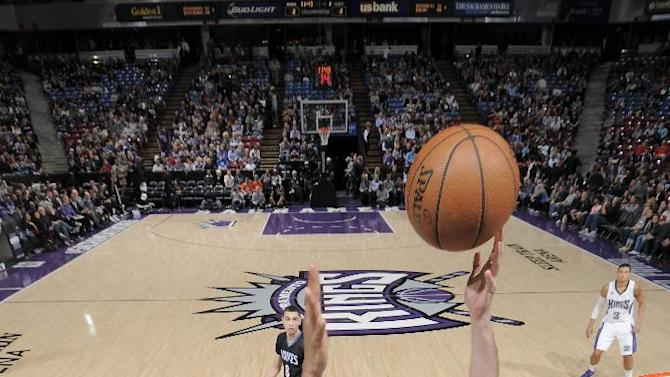 Kings hold off Timberwolves behind Casspi