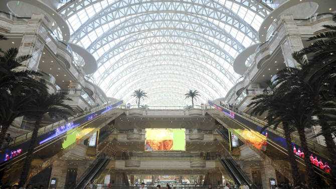 World's largest building opens in west China