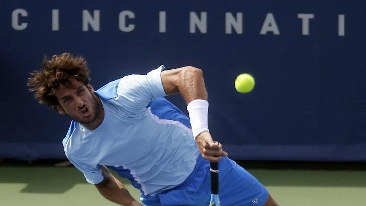 Federer rallies, rough summer improves in Cincy