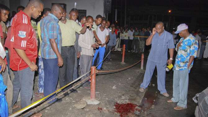 People gather at the site of an explosion outside the a nightclub in Mombasa, Kenya, late Tuesday, May 15, 2012.  Two people were injured in the blast and police blamed the explosion on Somali militant group al-Shabab. (AP Photo)