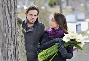 Jay Ryan, Kristen Kreuk | Photo Credits: Sven Frenzel/The CW.