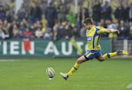 Clermont's New Zealander fly-half Mike Delany hits a penalty kick during the French Top 14 rugby union match against Toulouse on April 20, 2013 in Clermont-Ferrand, central France. Delany has signed a two-year deal with French Top 14 leaders Clermont just two weeks after arriving as a medical joker, his club said