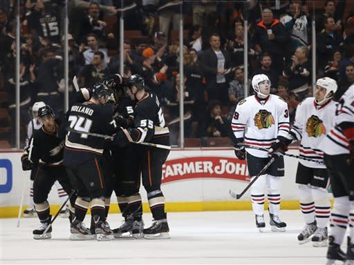 Ducks rally past Chicago 4-2 in top 2 teams' clash
