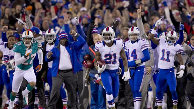 Buffalo Bills kick-returner Leodis McKelvin (21) brings back a punt for a touchdown in the first quarter of an NFL football game against the Miami Dolphons at Ralph Wilson Stadium in Orchard Park, N.Y., Nov. 15, 2012. (AP Photo/The Miami Herald, Joe Rimkus Jr.)  MAGAZINES OUT