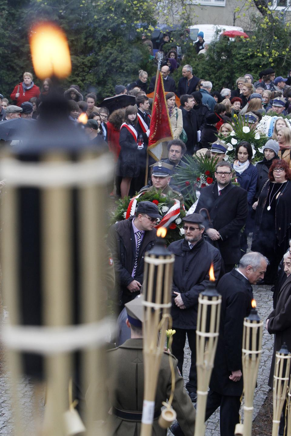 Members of Warsaw's Jewish community, and city officials and others gather to mark the 69th anniversary of the doomed Warsaw Ghetto Uprising, in Warsaw, Poland, on Thursday, April 19, 2012. (AP Photo/Czarek Sokolowski)
