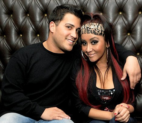 "Pregnant Snooki ""Scared"" to Breastfeed: ""It's Like You're a Cow"""