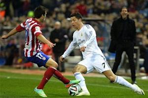 Cristiano Ronaldo hit by a lighter in Madrid derby
