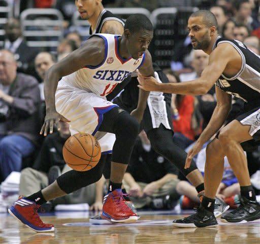 Duncan's double-double lifts Spurs past 76ers