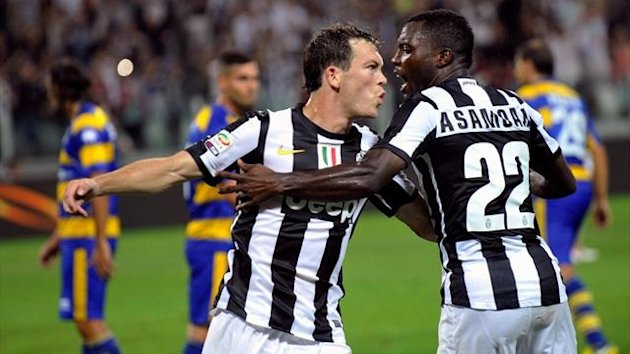 Juventus' Stephan Lichtsteiner (L) celebrates with his teammate Kwadwo Asamoah after scoring (Reuters)