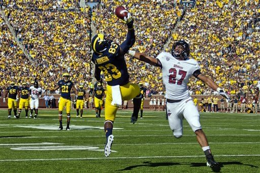 Robinson, No. 17 Michigan steamroll UMass 63-13