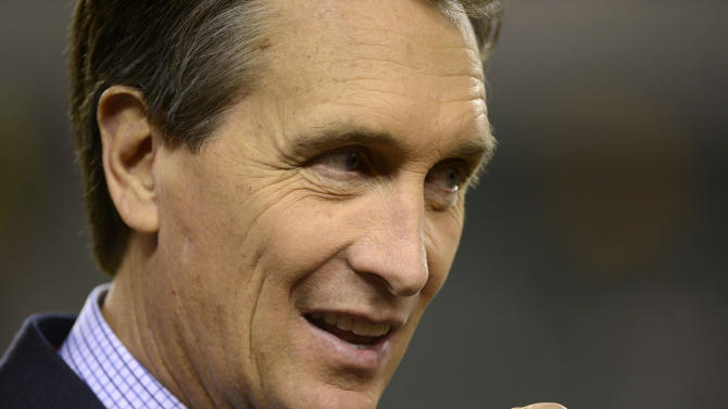 Collinsworth goes from NFL's small stage to big