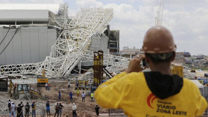 A metal structure atop of the Itaquerao Stadium is seen after a collapse in Sao Paulo, Brazil, Wednesday, Nov. 27, 2013. Part of the Itaquerao stadium that will host the 2014 World Cup opener in Brazil collapsed on Wednesday, causing significant damage and killing three people, authorities said. (AP Photo/Nelson Antoine)