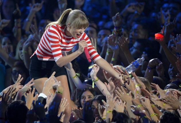 Taylor Swift performs at the MTV Video Music Awards on Thursday, Sept. 6, 2012, in Los Angeles. (Photo by Mark J. Terrill/Invision/AP)