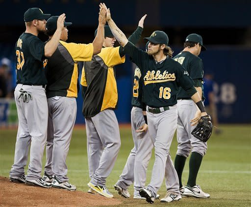 Cespedes hits 3-run single, A's win 6th straight
