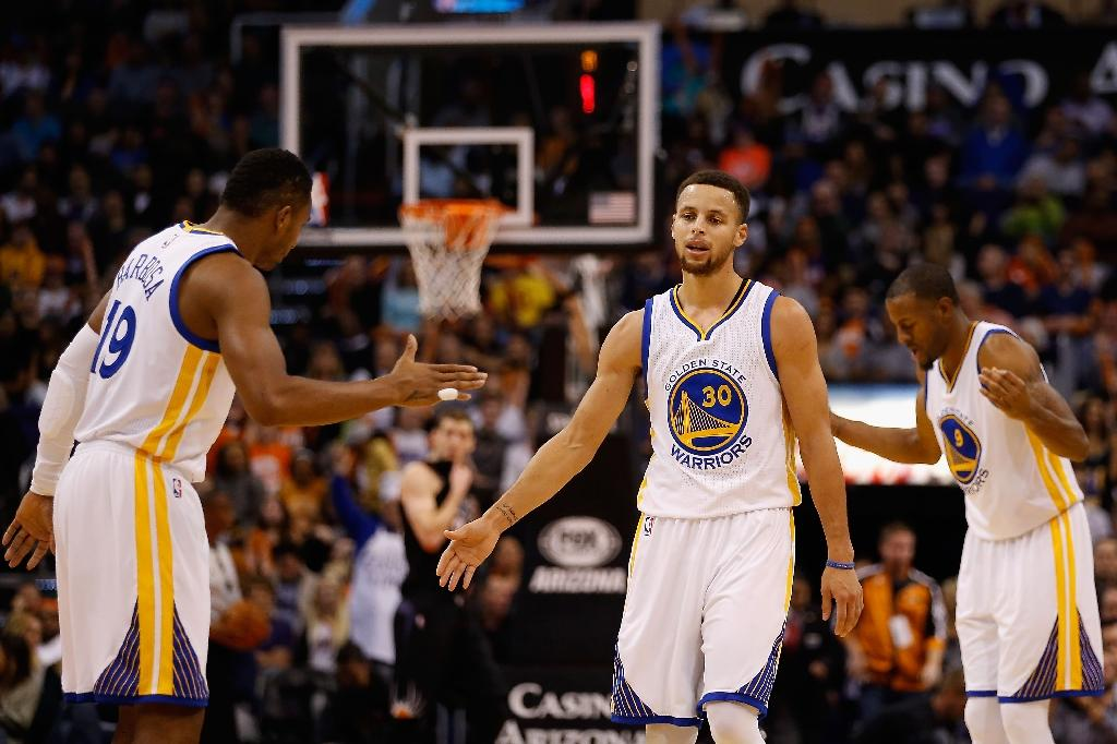 Curry sits, Golden State Warriors cruise to 18-0