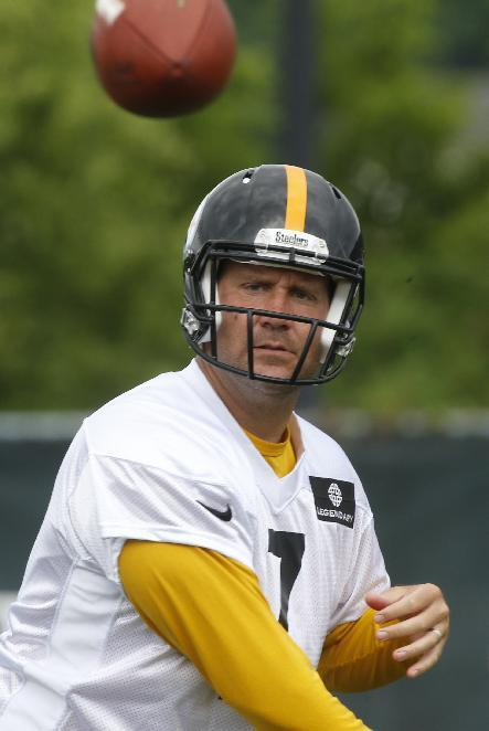 Pittsburgh Steelers quarterback Ben Roethlisberger (7) passes during the NFL football camp on Thursday, June 19, 2014 in Pittsburgh