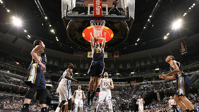 Hayward, Favors lead Jazz past Grizzlies, 93-82