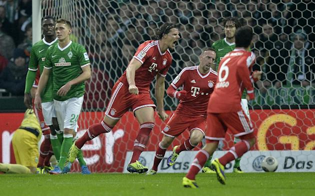 Bayern's Daniel van Buyten of Belgium, center, celebrates his goal beside scorer of the first goal Franck Ribery of France, right, during the German Bundesliga soccer match between Werder Bremen a
