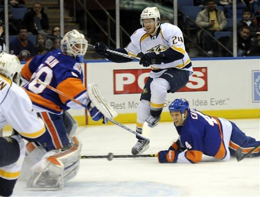 Preds score 3 goals in 1st, roll to win over Isles