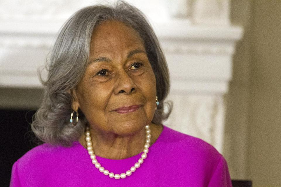 "Rachel Robinson, 90, widow of baseball great Jackie Robinson attends a workshop for high school and college students with cast members of the movie ""42,"" Tuesday, April 2, 2013, in the State Dining Room of the White House in Washington. (AP Photo/Jacquelyn Martin)"