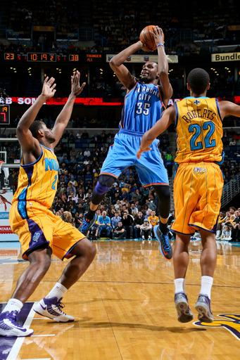 Thunder roll past Hornets, 110-95