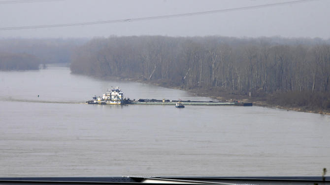 Crews continue removing oil from leaking barge