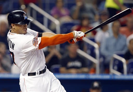 Buehrle pitches Marlins past Giants
