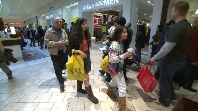 MoneyWatch: Holiday sales meet projections; What to do with unwanted gift cards