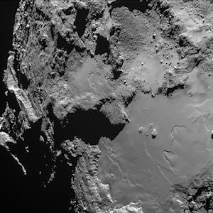 Rosetta Probe Snaps Awesome Comet Photo in Harrowing Close Encounter