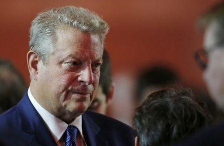 Gore says U.S. climate curbs on track, hopes Trump will surprise