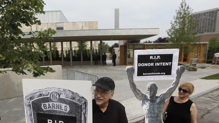 """Protestors picket outside a preview of The Barnes Foundation Wednesday, May 16, 2012, in Philadelphia. After years of bitter court fights, the Barnes Foundation is scheduled to open its doors to the public on May 19 at its new location on Philadelphia's """"museum mile."""" (AP Photo/Matt Rourke)"""