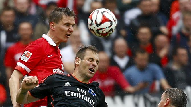 FSV Mainz 05 Bungert goes for a header with Hamburg SV's Lasogga during their German first division Bundesliga soccer match in Mainz