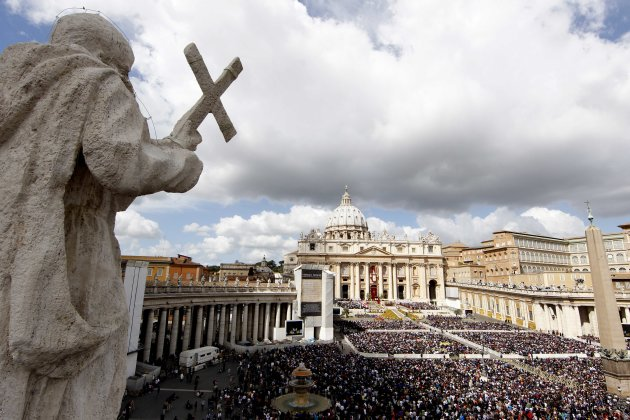 Faithful gather in St. Peter's Square at the Vatican during the Easter Mass celebrated by Pope Benedict XVI, Sunday, April 8, 2012. Pope Benedict XVI celebrated Easter Sunday Mass in sun-drenched, flower-adorned St. Peter's Square, before tens of thousands of people. Easter is Christianity's most joyous day. Faithful celebrate their belief that Christ rose from the dead. At the end of Easter Mass, Benedict will go to the central balcony of the basilica to deliver a speech. Benedict, who turns 85 on April 16, was wrapping up stamina-taxing Holy Week ceremonies that drew huge crowds to Rome. (AP Photo/Pier Paolo Cito)