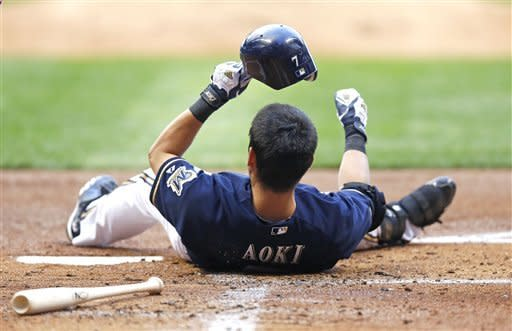 Hart's slam lifts Brewers to 7-4 win over Phillies