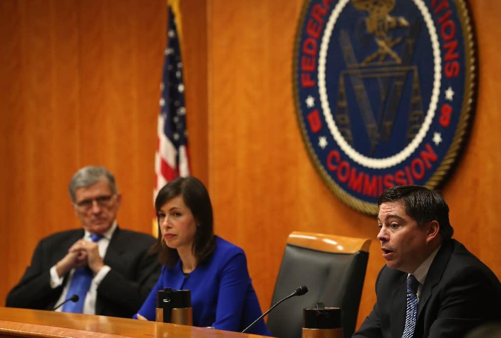 In landmark decision, US plan bans two-speed Internet